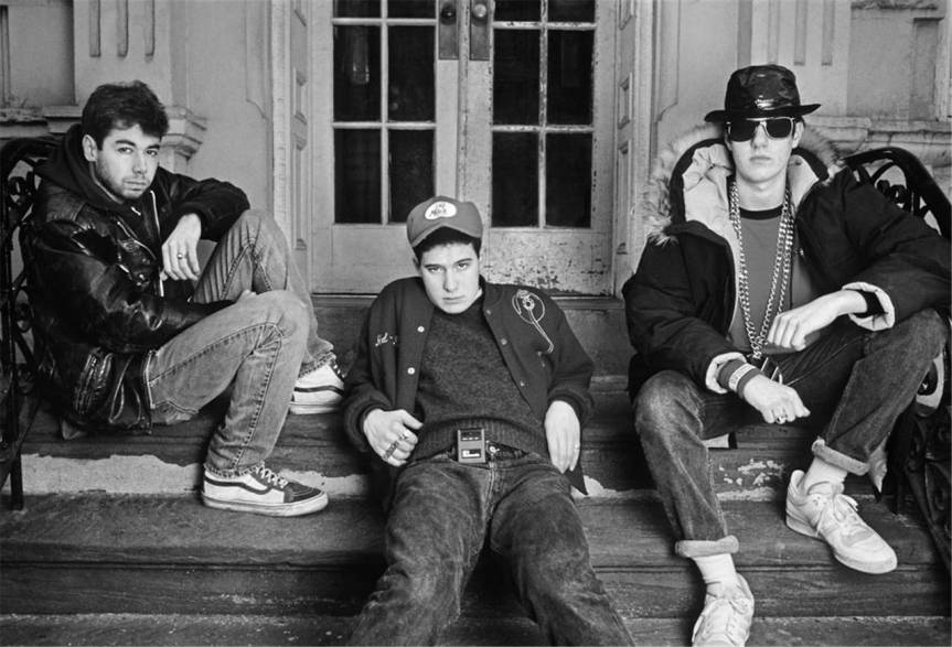 1987_beastie_boys_on_steps_015BW672_l